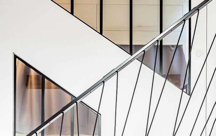 Aménagement d'un escalier sur mesure dans un loft par un architecte