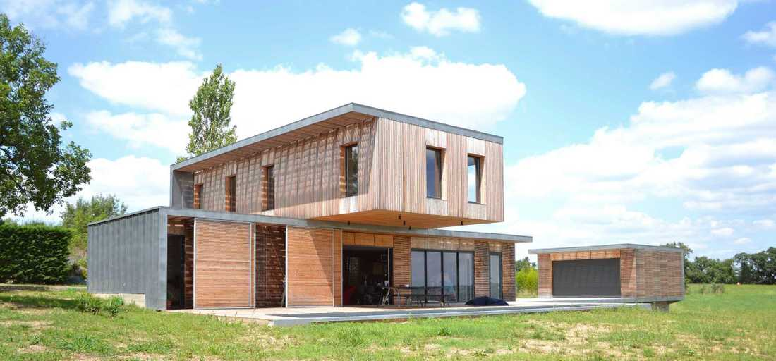 Contemporary wood and concrete house in Nord departement